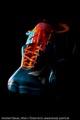 2 bodygepaintete Modelle bilden den Adidas-Schuh - Vorderansicht